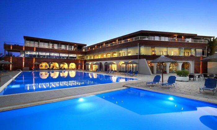 Προσφορά από 120€ ανά διανυκτέρευση με Ημιδιατροφή για 2 ενήλικες (και 1 παιδί έως 12 ετών) Ισχύει από 1/09 έως 30/09 στο 4* Blue Dolphin Hotel εικόνα