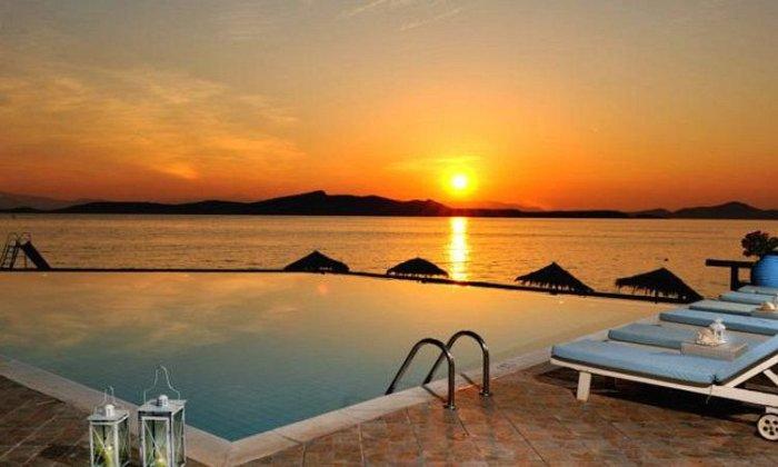 Προσφορά Δεκαπενταύγουστο από 345€ για 4 διανυκτερεύσεις με Ημιδιατροφή για 2 ενήλικες (και 1 παιδί έως 12 ετών) στο Venus Beach Hotel εικόνα