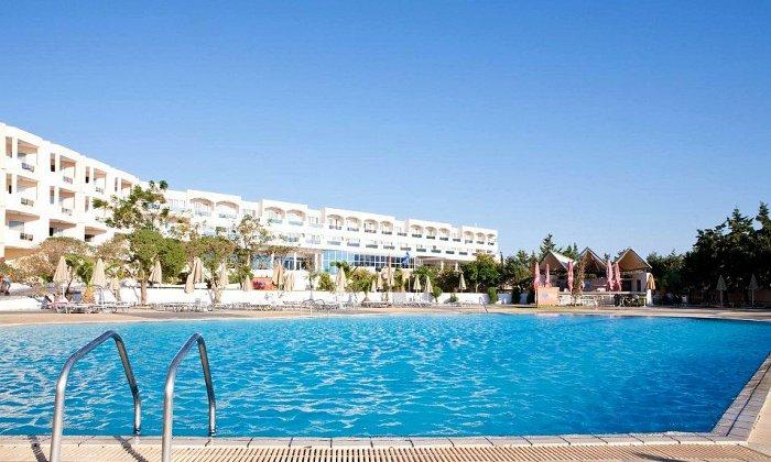 από 64€ ανά διανυκτέρευση με ALL INCLUSIVE για 2 ενήλικες (και 1 παιδί έως 12 ετών) Ισχύει από 01/10 έως 31/10 στο 4* Sovereign Beach Hotel