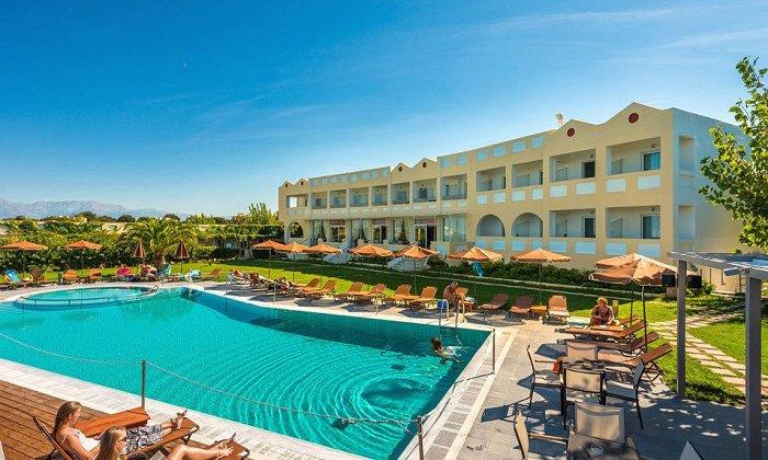 Προσφορά από 480€ για 5 διανυκτερεύσεις με Ημιδιατροφή ή Πλήρη Διατροφή για 2 ενήλικες και 1 παιδί έως 12 ετών στο Niforeika Beach Hotel and Bungalows εικόνα