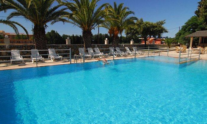 Προσφορά από 350€ για 4 διανυκτερεύσεις με Ημιδιατροφή για 2 ενήλικες (και 1 παιδί έως 7 ετών) στο Cleopatra Beach Hotel εικόνα
