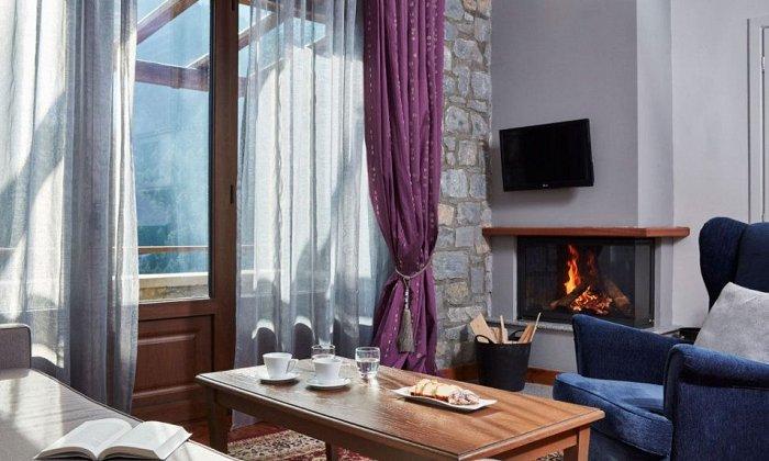 από 75€ ανά διανυκτέρευση με πρωινό για 2 ενήλικες (και 1 παιδί έως 2 ετών) Ισχύει έως 26/10 στο Nefeles Luxury Residences Lounge