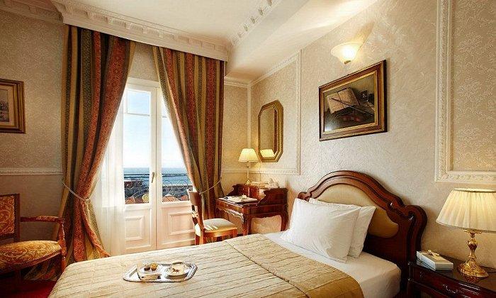 Προσφορά 28η Οκτωβρίου από 250€ για 2 διανυκτερεύσεις με Ημιδιατροφή για 2 ενήλικες (και 1 παιδί έως 3 ετών) Ισχύει την περίοδο της 28ης Οκτωβρίου (27-30/10) στο 5* Mediterranean Palace εικόνα