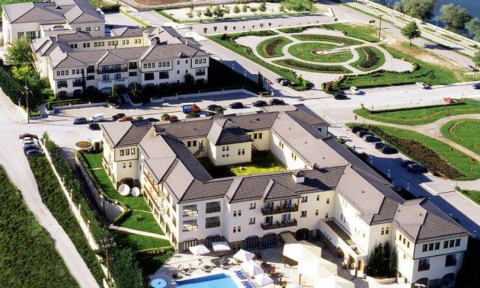 Θεοφάνεια από 298€ για 2 διανυκτερεύσεις με Ημιδιατροφή για 2 ενήλικες και 1 παιδί έως 5 ετών Ισχύει για Θεοφάνεια στο 5* Du Lac Hotel Congress Center & Spa εικόνα
