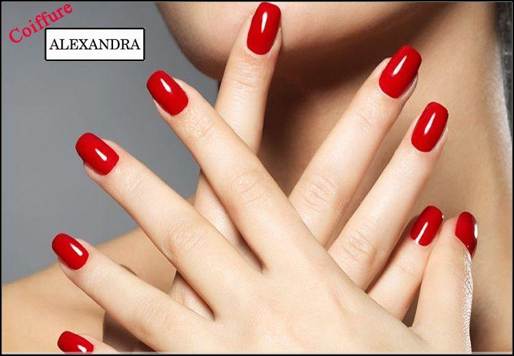 15€ για τεχνητά νύχια ή φυσική ενίσχυση με gel χωρίς φθορές και με ημιμόνιμη βαφή, επιλέγοντας ανάμεσα σε απλό ή γαλλικό, διάρκειας 1 μήνα, από το σαλόνι ομορφιάς