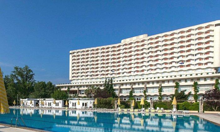 Προσφορά από 790€ για 5 διανυκτερεύσεις με Ημιδιατροφή ή ALL INCLUSIVE για 2 ενήλικες (και 1 παιδί έως 11 ετών) στο 4* Athos Palace Hotel εικόνα