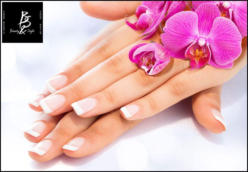 12€ για (1) manicure με ημιμόνιμη βαφή, (1) απλό pedicure (απλά ή γαλλικά), (1) αποτρίχωση με κερί σε γάμπες ή bikini, (1) αποτρίχωση με κλωστή σε φρύδια και άνω χείλος και (1) Χριστουγεννιάτικο nail art, από το Beauty & Style στην Καλλιθέα, αξίας 60€ - έκπτωση 80% εικόνα