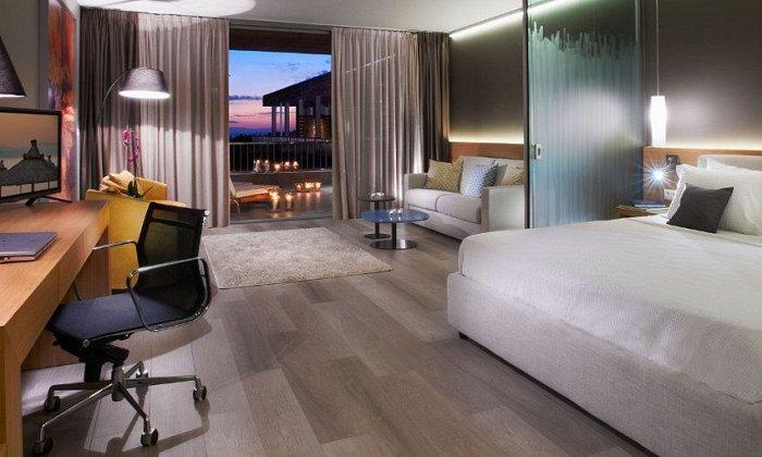 Προσφορά Πρωτομαγιά από 76€ ανά διανυκτέρευση με Ημιδιατροφή για 2 ενήλικες (και 1 παιδί έως 12 ετών) στο 4* Blue Dolphin Hotel εικόνα