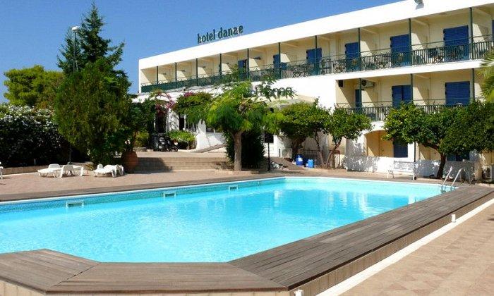 Προσφορά από 65€ ανά διανυκτέρευση με πρωινό ή Ημιδιατροφή για 2 ενήλικες και 1 παιδί έως 12 ετών στο Hotel Danae εικόνα