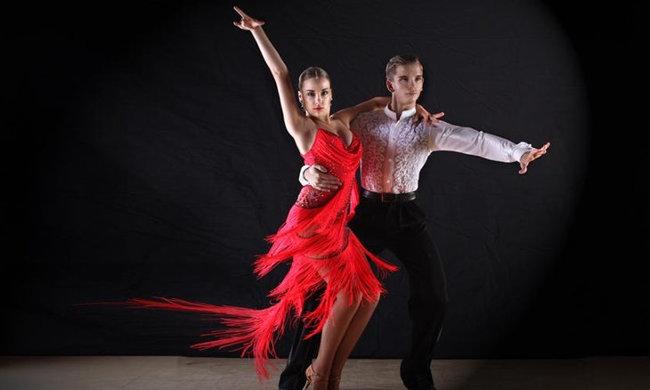 19€ για 1 μήνα Απεριόριστα Μαθήματα latin - ευρωπαϊκών χορών και salsa - bachata, στη σχολή χορού Dance Connection στην Αγία Παρασκευή εικόνα