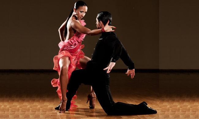 9€ για 1 μήνα μαθήματα latin mix, ένας συνδυασμός rumba, chacha, samba, bachata και kizomba, στη σχολή χορού Dance Connection στην Αγία Παρασκευή