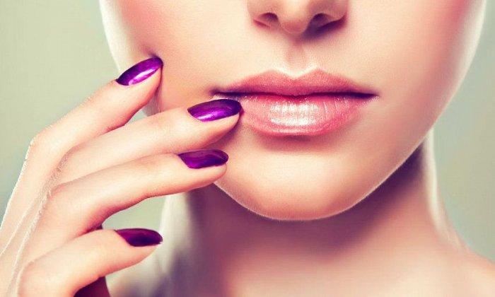 """15€ για 1 ημιμόνιμο manicure, 1 απλό pedicure, 1 καθαρισμό φρυδιών και 1 αποτρίχωση άνω χείλους, από το """"Design4you"""" στη Δάφνη"""