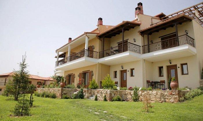 από 60€ ανά διανυκτέρευση με πρωινό για 2 ενήλικες και 1 παιδί έως 6 ετών Ισχύει έως 31/10 εκτός 28η Οκτωβρίου στο Epavlis Hotel