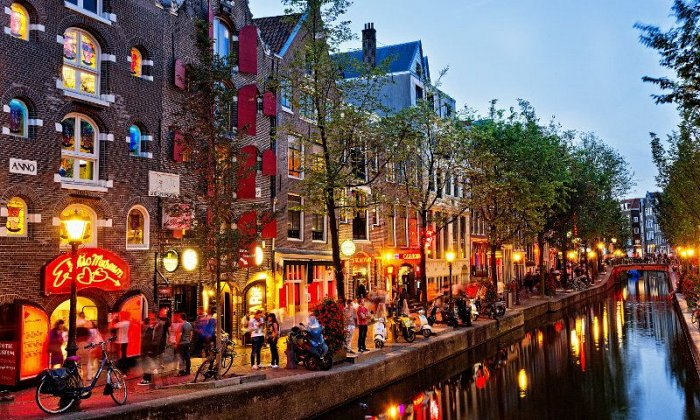 Θεοφάνεια στο Άμστερνταμ για 4 ημέρες με αεροπορικά εισιτήρια, διαμονή σε ξενοδοχεία 4* της επιλογής σας, ξεναγό και μεταφορές σε κεντρικά αξιοθέατα! εικόνα