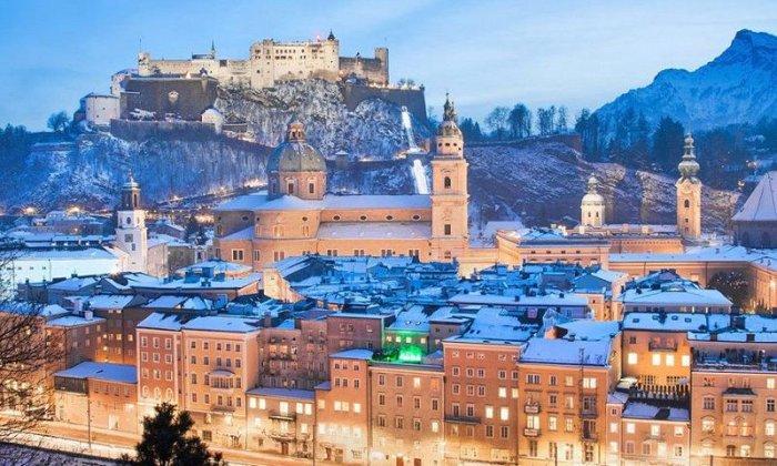 Χριστούγεννα και Πρωτοχρονιά και Θεοφάνεια 4, 5 ή 6 ημέρες αεροπορικώς από Αθήνα ή Θεσσαλονίκη. Διαμονή σε ξενοδοχείο 4* ή 5* της επιλογής σας με πρωινό. Μεταφορές και ξεναγήσεις σε κεντρικά αξιοθέατα της Βιέννης, Ανάκτορα Σενμπρούν, Χριστουγεννιάτικη αγορά, Σάλτσμπουργκ, Βιεννέζικα Δάση, Μπάντεν, Μάγιερλινγκ.
