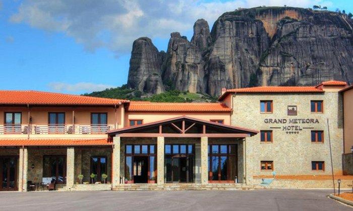 Προσφορά από 75€ ανά διανυκτέρευση με πρωινό για 2 ενήλικες και 1 παιδί έως 3 ετών στο 4* Grand Meteora Hotel εικόνα
