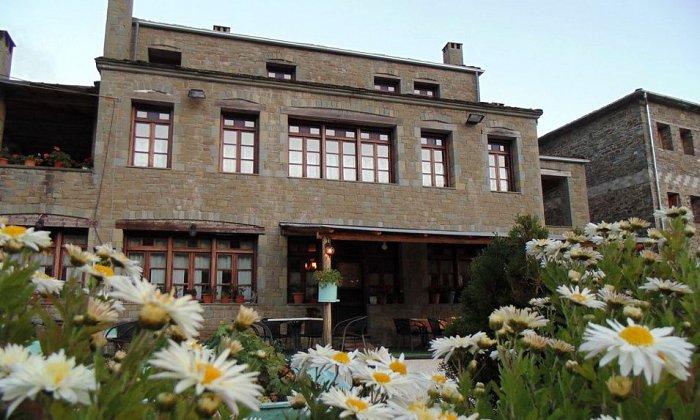 Προσφορά από 69€ ανά διανυκτέρευση με πρωινό για 2 ενήλικες και 1 παιδί έως 5 ετών στο Hotel Kamares Tsepelovo εικόνα