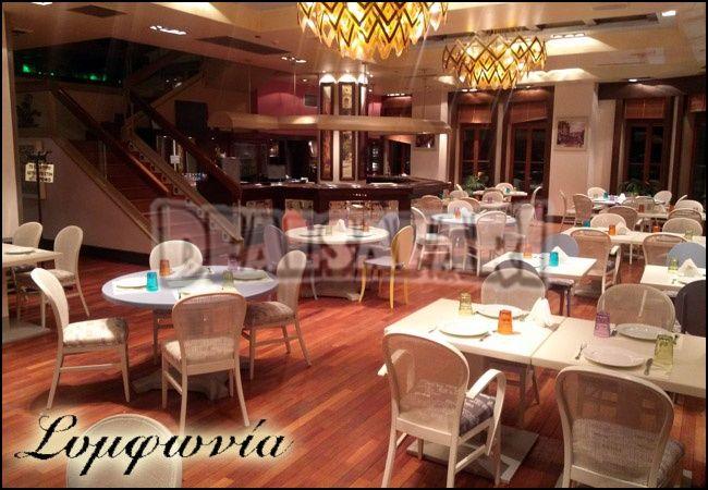 1 απολαυστικό δείπνο με ελεύθερη επιλογή από τον πλούσιο κατάλογο με ελληνικές και ξένες συνταγές καθώς και υπέροχα κρασιά από ελληνικούς αμπελώνες στον 5ο και 6ο όροφο ενός εκ των παλαιότερων νεοκλασικών κτιρίων με θέα την πόλη μας, στον ανακαινισμένο και μοντέρνο χώρο του εστιατορίου
