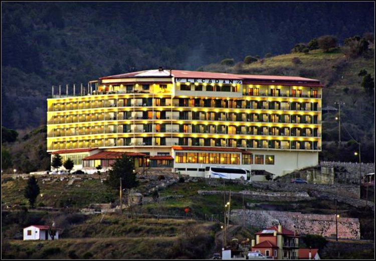 Καθαρά Δευτέρα στο Καρπενήσι στο Lecadin Hotel με 139€ για 2 ή με 199€ για 3 διανυκτερεύσεις με Ημιδιατροφή (πλούσιο πρωινό και δείπνο σε μπουφέ) σε δίκλινο δωμάτιο για 2 ενήλικες και 1 παιδί έως 10 ετών! Παρέχεται early check-in / late check-out κατόπιν διαθεσιμότητας! Αποκριάτικο γλέντι το βράδυ της Κυριακής με συνοδεία ζωντανής μουσικής και για τους μικρούς μας φίλους Party μασκέ και face painting! Προνομιακές τιμές και εκπτώσεις σε πλήθος δραστηριοτήτων για μικρούς και μεγάλους όπως σε δραστηριότητες Εναλλακτικού Τουρισμού, στο κέντρο Τουριστικής Ιππασίας & Περιπέτειας του SALOON PARK αλλά και στα cafe-snack bar! Η προσφορά ισχύει για διαμονή το τριήμερο της Καθαράς Δευτέρας, από 24 έως 27 Φεβρουαρίου εικόνα