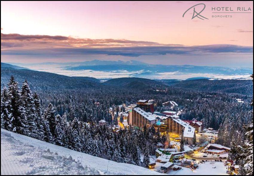 Χριστούγεννα στo Borovets στη Βουλγαρία, στο 4* Rila Hotel με 500€ για 4 ημέρες - 3 διανυκτερεύσεις με Πλήρη Διατροφή (πρωινό, γεύμα και δείπνο σε μπουφέ) σε δίκλινο δωμάτιο για 2 ενήλικες! Δωρεάν ποτό κατά την διάρκεια των γευμάτων! Ανήμερα Χριστουγέννων προσφέρεται Χριστουγεννιάτικο Δείπνο! Tip: Το Borovets γνωστό για τη φυσική του ομορφιά και το μεγάλο χιονοδρομικό του κέντρο, αποτελεί ένα από τα δημοφιλέστερα χειμερινά θέρετρα της Βουλγαρίας και βρίσκεται σε απόσταση 2,5 περίπου ωρών από τον συνοριακό σταθμό του Προμαχώνα Σερρών και 1 ώρας περίπου οδικώς από το αεροδρόμιο της Σόφιας. Η προσφορά ισχύει για διαμονή από 23 έως 27 Δεκεμβρίου εικόνα