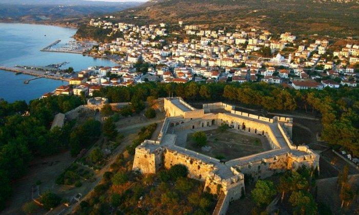 Χριστούγεννα και Πρωτοχρονιά 4 ημέρες με πούλμαν & συνοδό από Αθήνα. Διαμονή σε ξενοδοχείο 4* ή 5* της επιλογής σας με Ημιδιατροφή και Ρεβεγιόν. Επισκέψεις σε Αρχαία Μεσσήνη, Πάρκο Σιδηροδρόμων, Καλαμάτα, Πύλο, Μεθώνη, Αρεόπολη, Διρό, Αγία Θεοδώρα Βάστας.