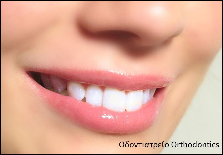 18€ για έναν πλήρη και ανώδυνο καθαρισμό δοντιών με υπέρηχους τελευταίας γενιάς, αφαίρεση πλάκας, πέτρας, στίλβωση (με γεύση) για εξαφάνιση κηλίδων και καθαρισμό με σοδοβολή ελβετικής προέλευσης και στοματικό έλεγχο, από το