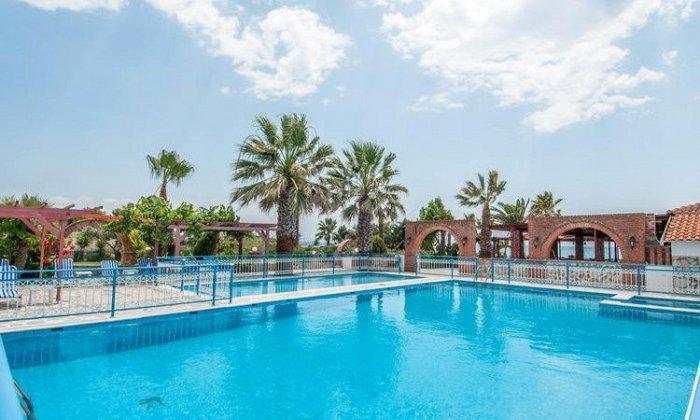 Προσφορά από 94€ ανά διανυκτέρευση με Ημιδιατροφή για 2 ενήλικες και 2 παιδιά έως 7 ετών στο Poseidon Beach Hotel εικόνα