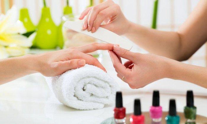 """15€ για 1 ολοκληρωμένο ημιμόνιμο manicure και 1 pedicure, από το """"Stars Nails"""" στα Σεπόλια"""