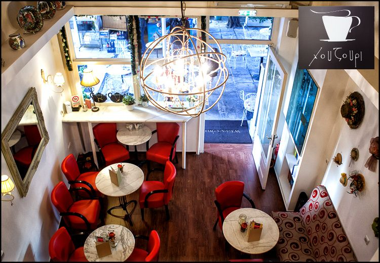6,5€για 2 καφέδες και 2 sandwiches ή μηλόπιτες στο Χουζούρι bistro, ένα vintage cafe με εξαίσιους καφέδες και πεντανόστιμα σπιτικά γλυκά πλησίον Hilton, αξίας10€ - έκπτωση 35%